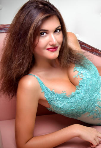We invite you to browse photo gallery of russian mail bride Julia ID: 247271, 24 yo