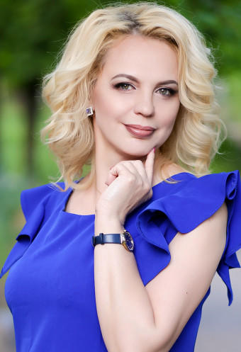 A photo of a hot bride russian bride Lilya ID: 38926, 48 yo